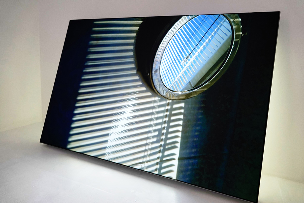 Sun-Penetration - The Visitor, 2019, light-box: 120x80x8 cm (47.24x31.50x3.15 inches), smart-phone photograph